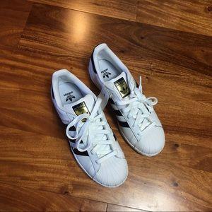 Big Kids white adidas Superstar size 7